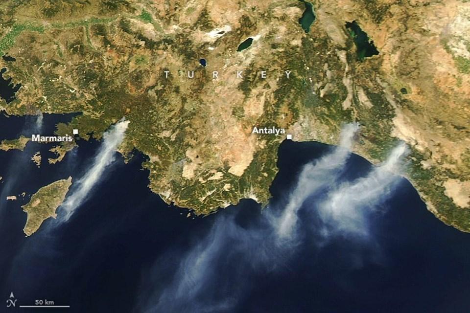 3 Ağustos tarihli bu görselde yangın dumanlarının uzaydan nasıl görüldüğü ortaya çıkıyor