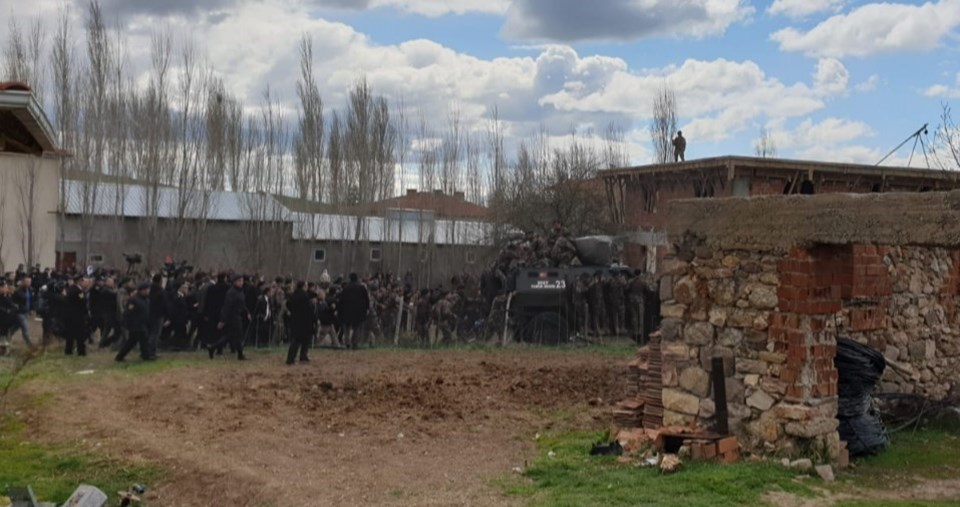 Kılıçdaroğlu'nun evden çıkarıldığı zırhlı araç.