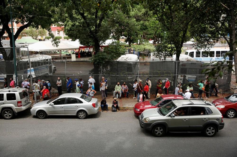 Venezuela'da aşılama başladı: 400 metre kuyruk - 7