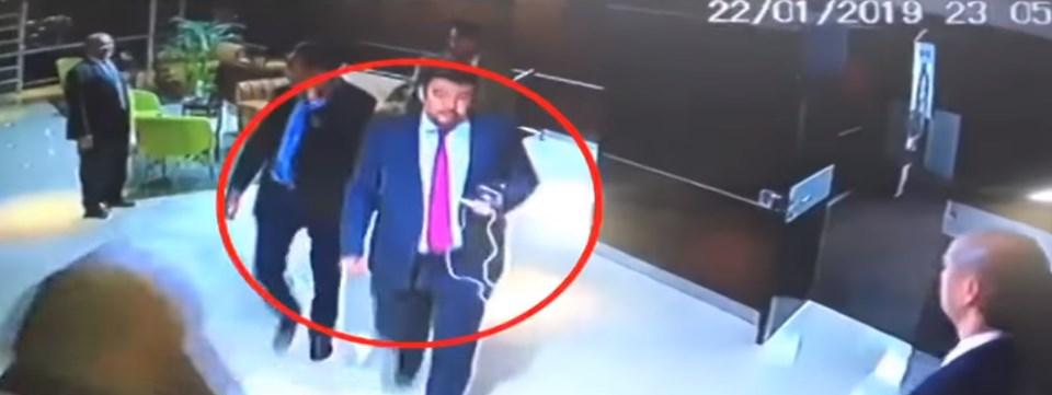 Venezuela hükümeti tarafından paylaşılan görüntülerde Ulusal Meclis Başkanı Guaido'nun suratı gözükmese de Ulusal Meclis Sekreteri Roberto Marrero'nun yüzünü ayırt etmek mümkün.