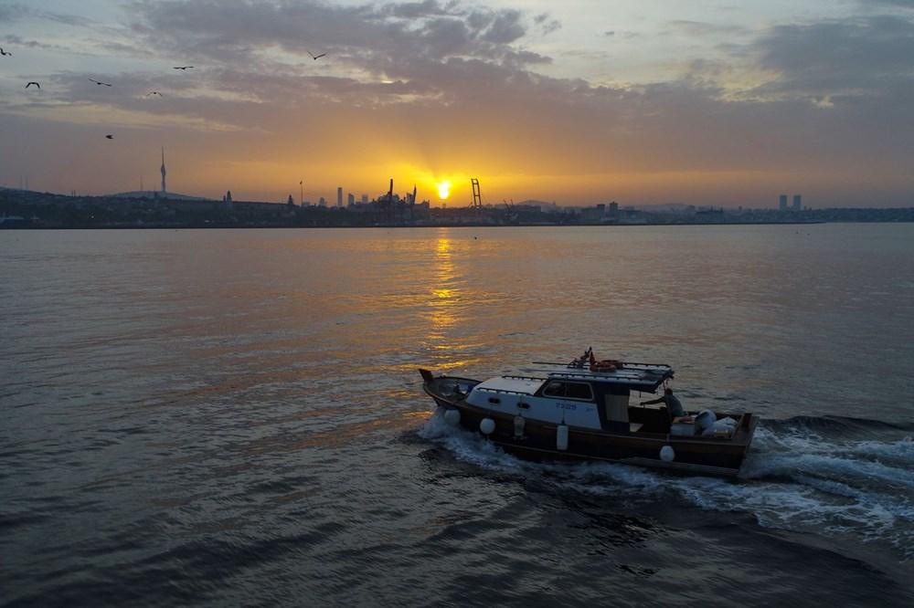 İstanbul Boğazı'nda balıkçıların zorlu mesaisi - 6