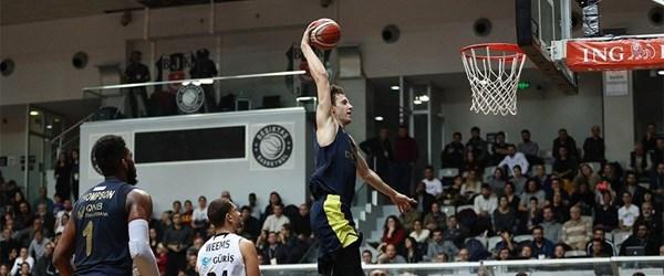 Fenerbahçe Beşiktaş'ı yenerek 2017'yi lider tamamladı
