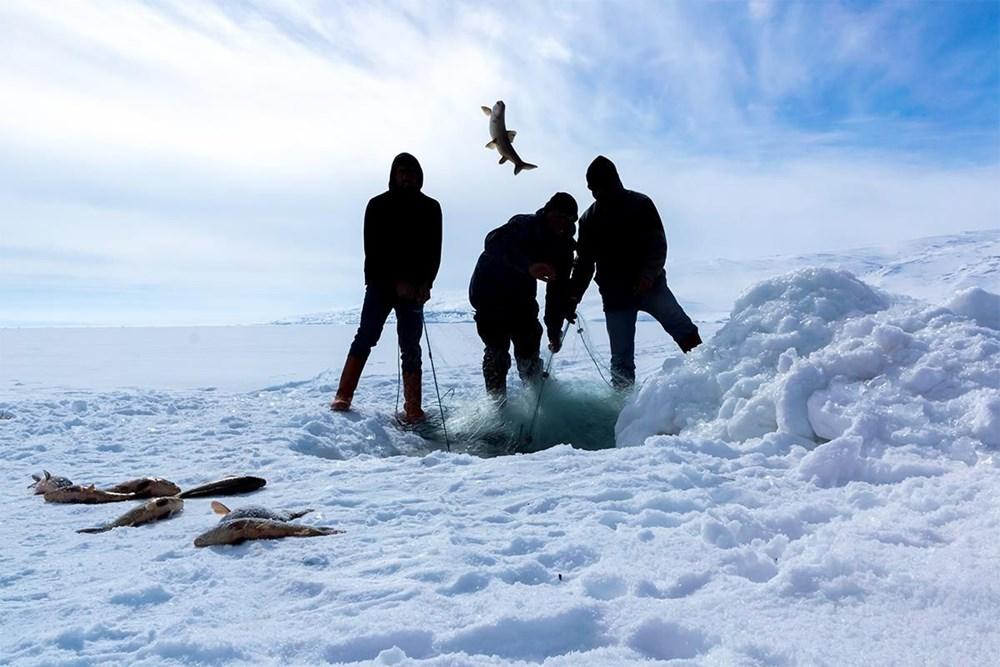 Çıldır Gölü'nde kışın atlı kızak, yazın tekne turu - 2