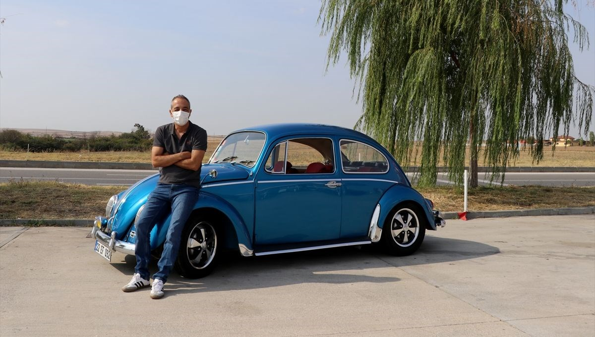 İlaç mümessili hobisinin peşinden gitti:   Klasik otomobilleri restore ediyor