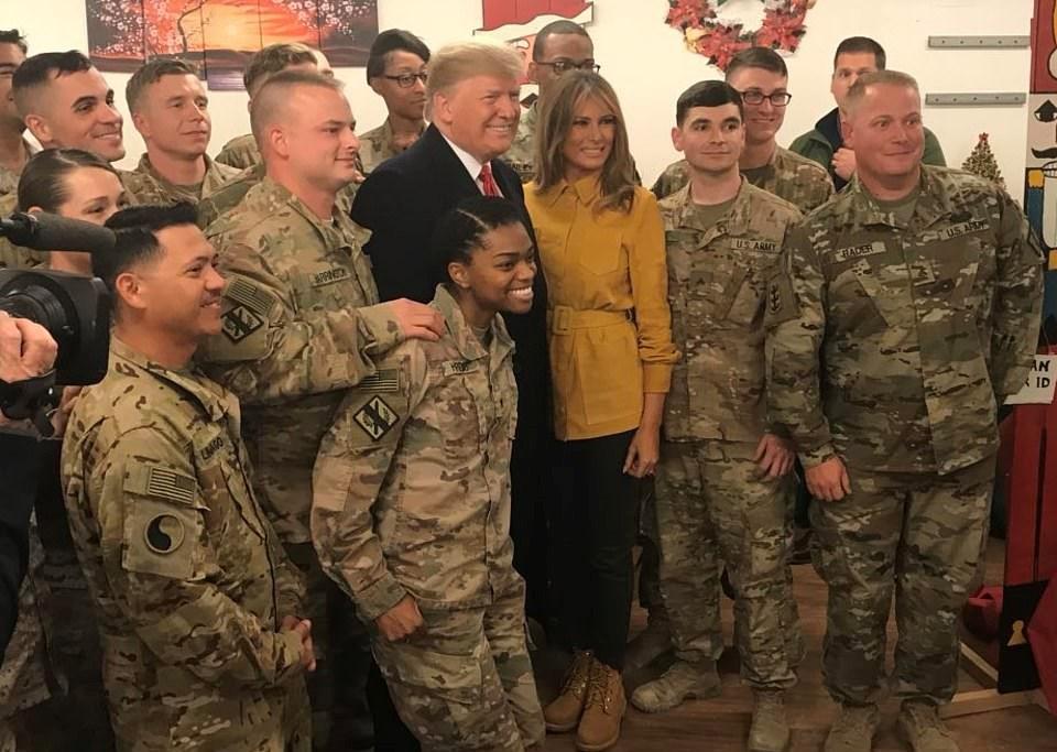 İran'ın Bağdat yakınlarında füzelerle vurduğu ABD askeri üsünü 2018 yılında ABD Başkanı Donald Trump ve eşi Melania Trump ziyaret etmişti.