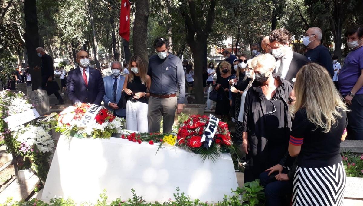Tarık Akan ölümünün 5'inci yılında mezarı başında anıldı