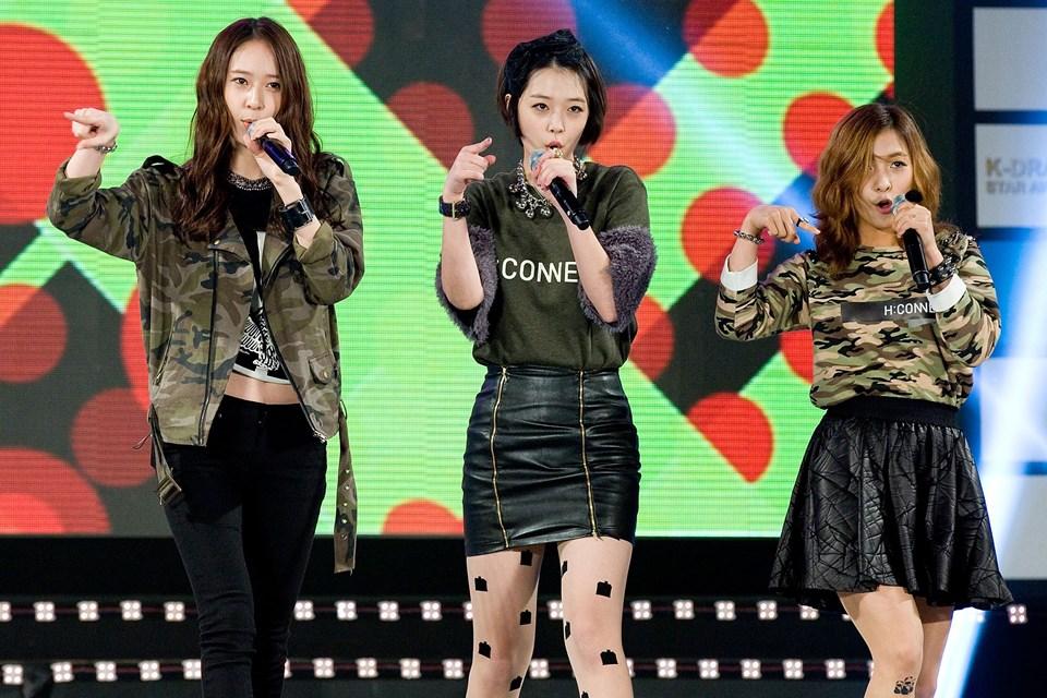 f(x) grubu üyeleri Krystal, Sulli ve Luna