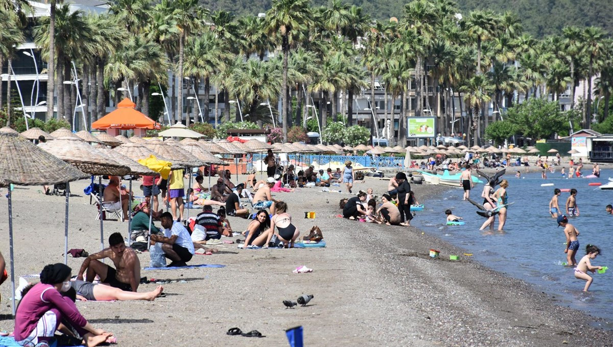Temperature reached 41 degrees in Marmaris: Streets emptied, beaches filled