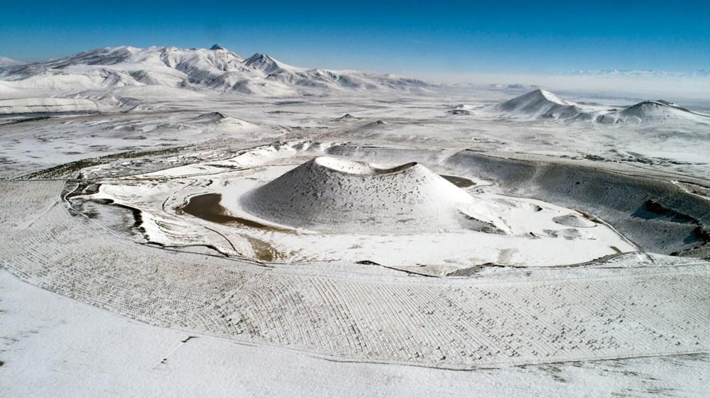 'Evil eye bead of the world' Meke Lake is white - 10