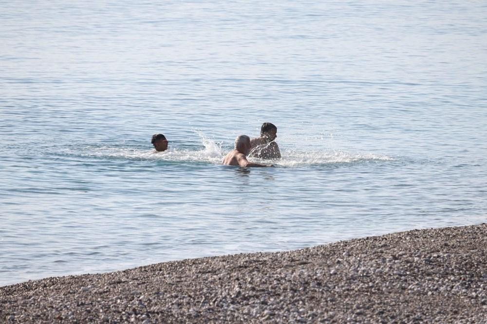 Antalya'da sahiller turistlere kaldı - 4