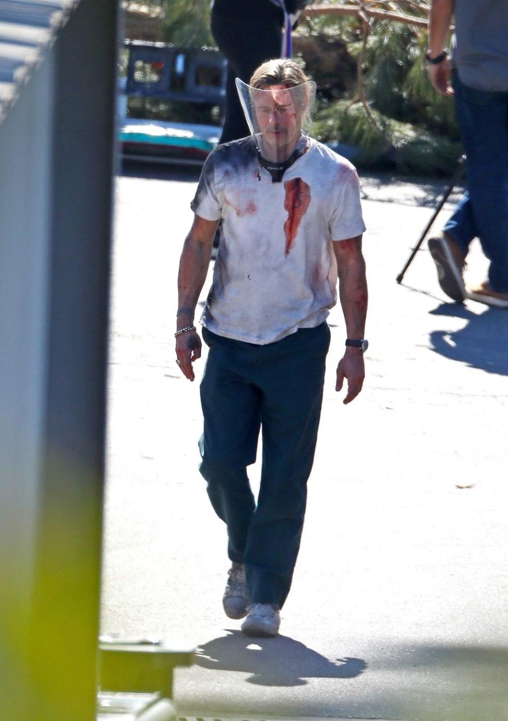 Brad Pitt Bullet Train filmi setinde kanlar içinde - 11