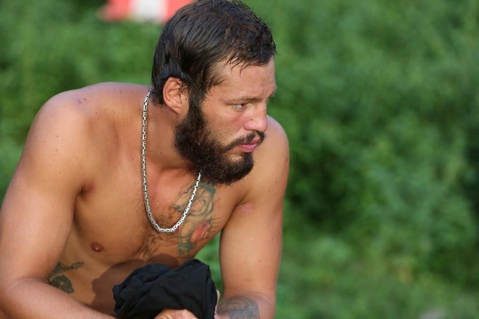 Survivor 2016'da Atakan sakin tavırlarıyla dikkat çekti.