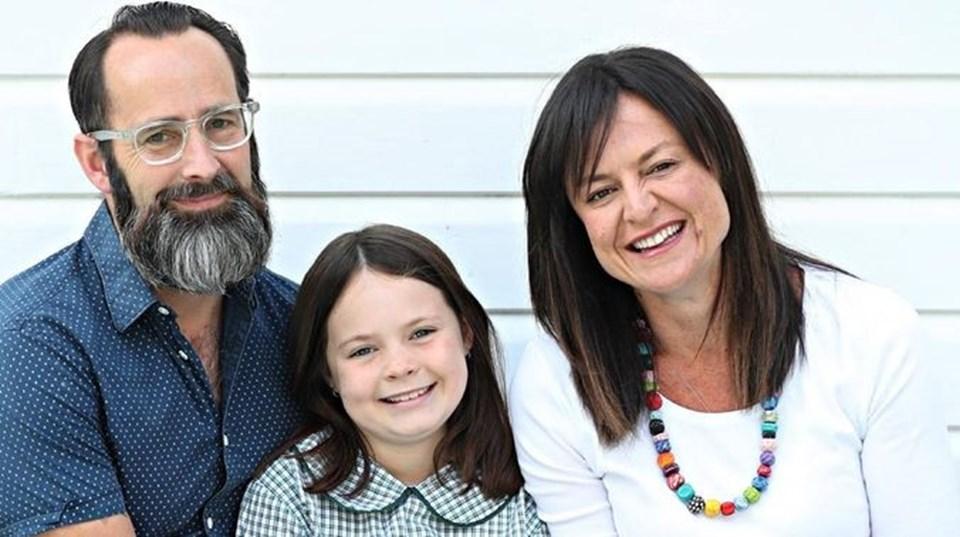 Babası Mark Nielsen ve anne Yvette Miller