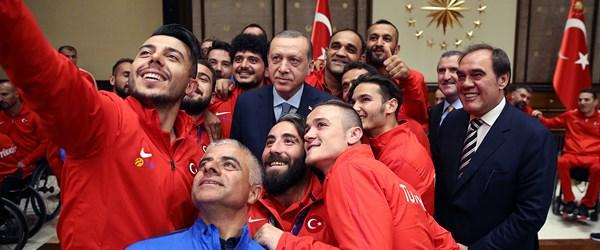 Cumhurbaşkanı Erdoğan, Ampute Futbol ile Tekerlekli Sandalye Basketbol A Milli Takımı'nı kabul etti