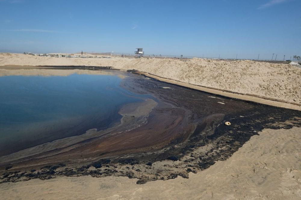 California'da çevre felaketi: Sahil petrolle kaplandı - 1