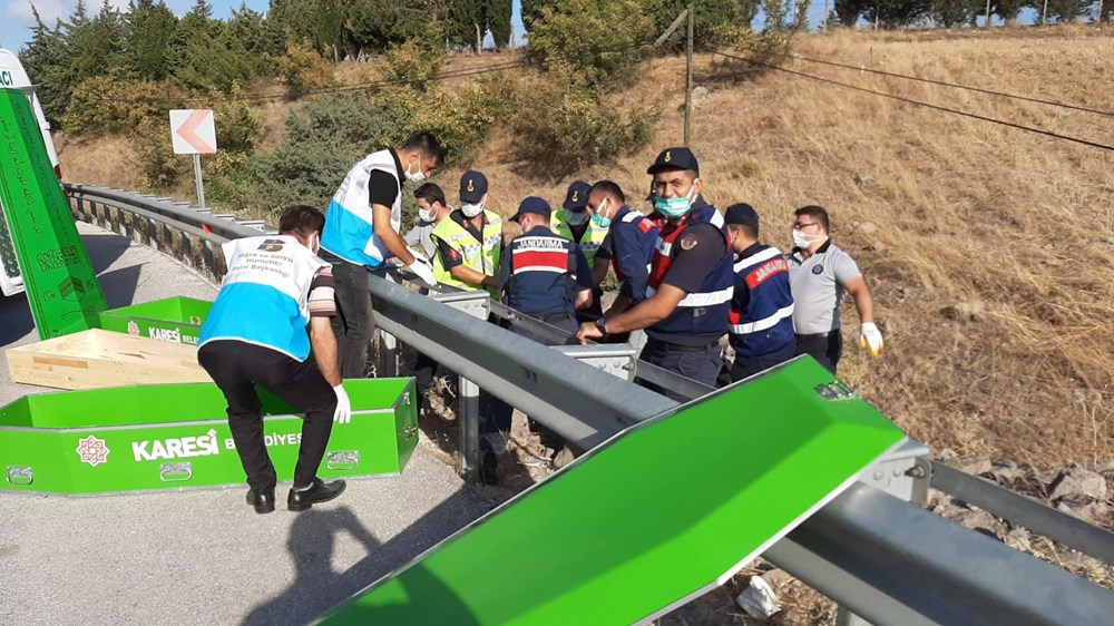 Balıkesir'de yolcu otobüsü devrildi: 15 kişi hayatını kaybetti - 13