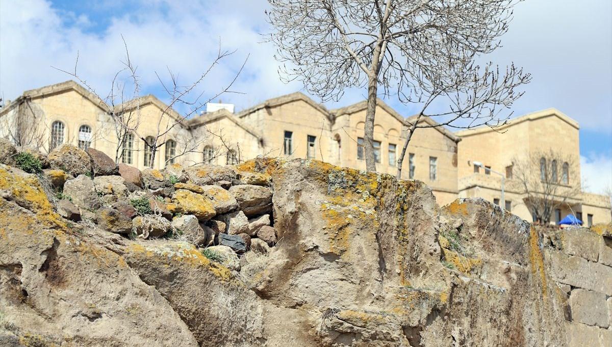 Aksaray'ın 2 asırlık taş evleri hayata dönüyor
