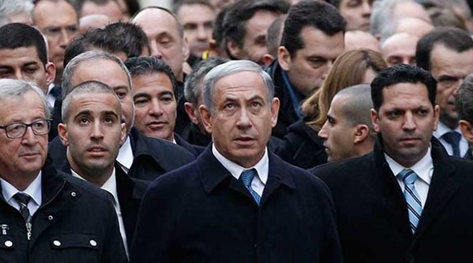 Paris'teki terör saldırılarını protesto yürüyüşüne katılan 50'ye yakın devlet ve hükümet başkanının arasında İsrail Başbakanı Netanyahu da vardı.