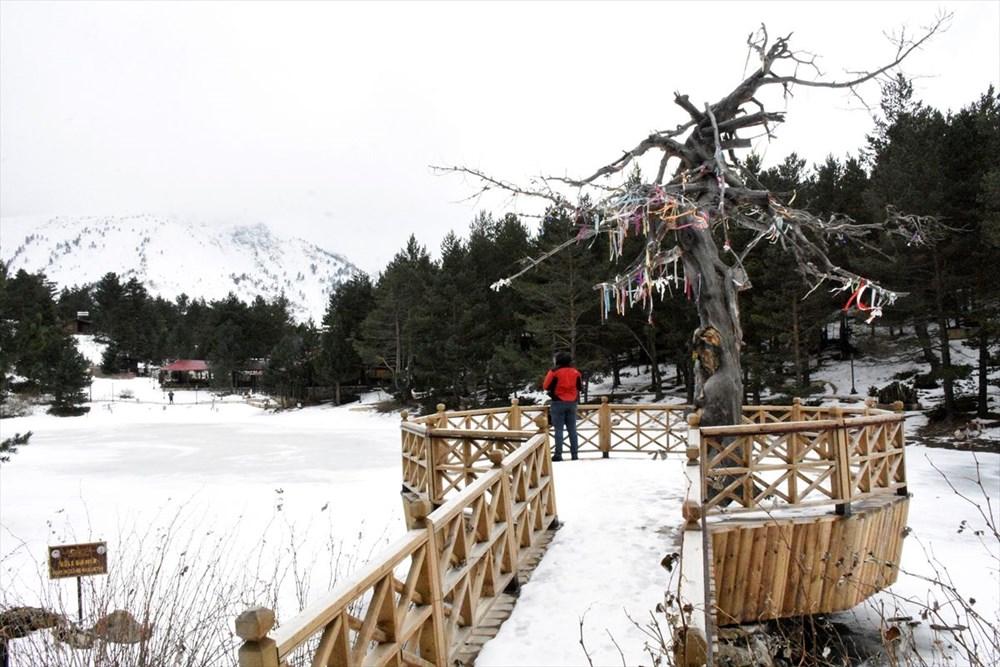 Gümüşhane'de yüzeyi buz tutan Limni Gölü ziyaretçilerini büyülüyor - 15