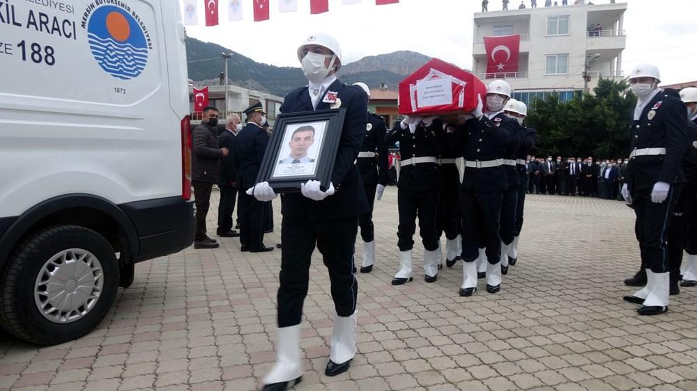 Zeynep Sena, Gara şehidi babası Sedat Yabalak'ı asker selamıyla uğurladı - 1