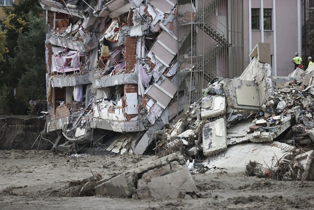 Sel felaketinde can kaybı 44'e yükseldi - 6