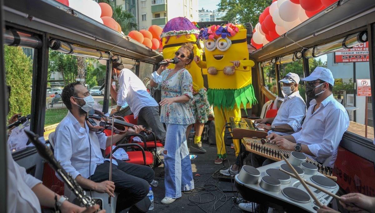 Antalya'da Bayram Neşesi Mobil Otobüs Konserleri