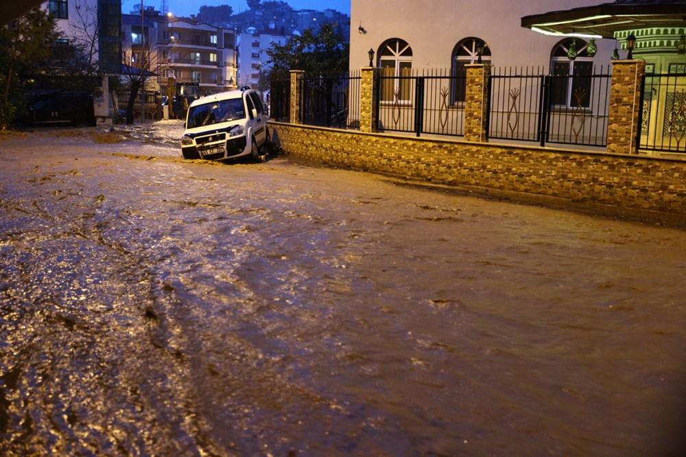 İzmir'i sel vurdu: 2 can kaybı - 12