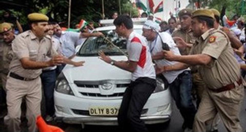 10 binler yolsuzlukla eylemcinin özgürlüğü için sokağa döküldü.