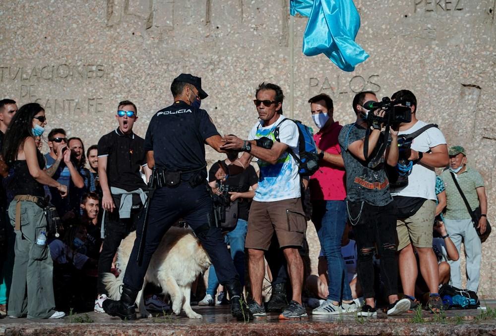 İspanya'da göstericiler Covid-19 önlemlerini maske takmayarak protesto etti - 2