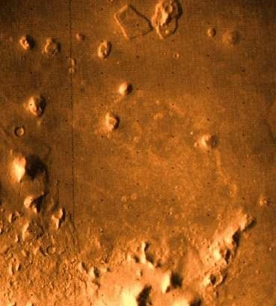 """Viking-1'in çektiği """"70A13"""" kod adlı görüntü."""