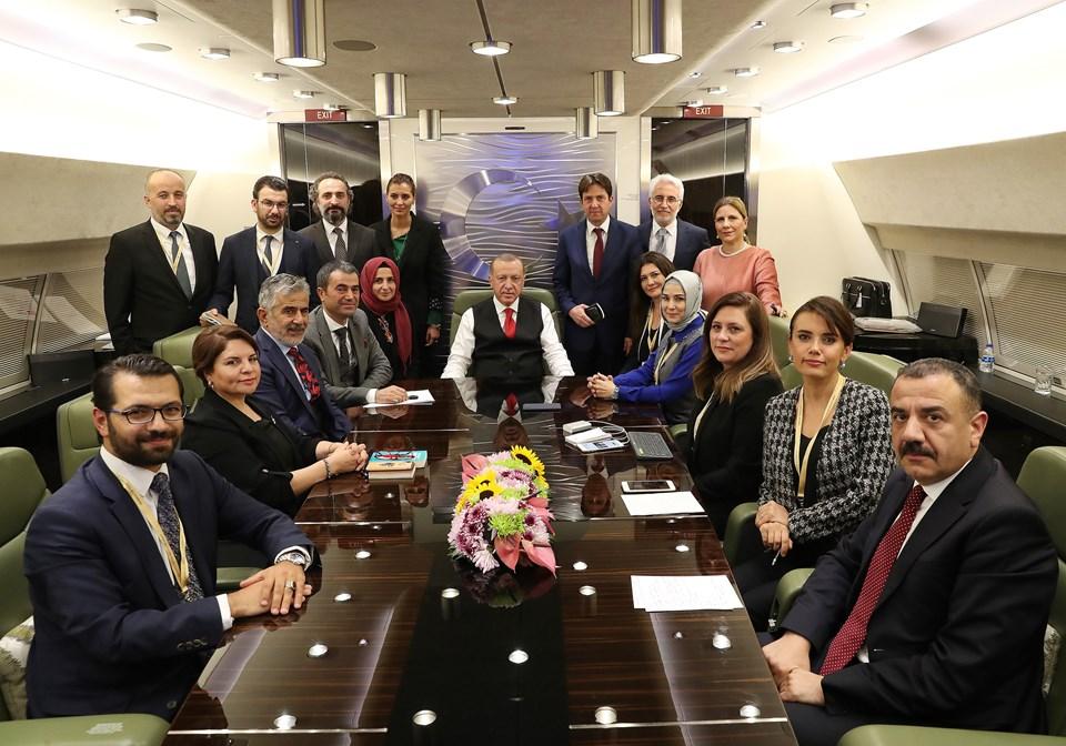Cumhurbaşkanı Erdoğan, dönüşyolculuğundaaralarında NTV Genel Yayın Yönetmeni Nermin Yurteri'nin de bulunduğu gazetecilerin sorularını yanıtladı.