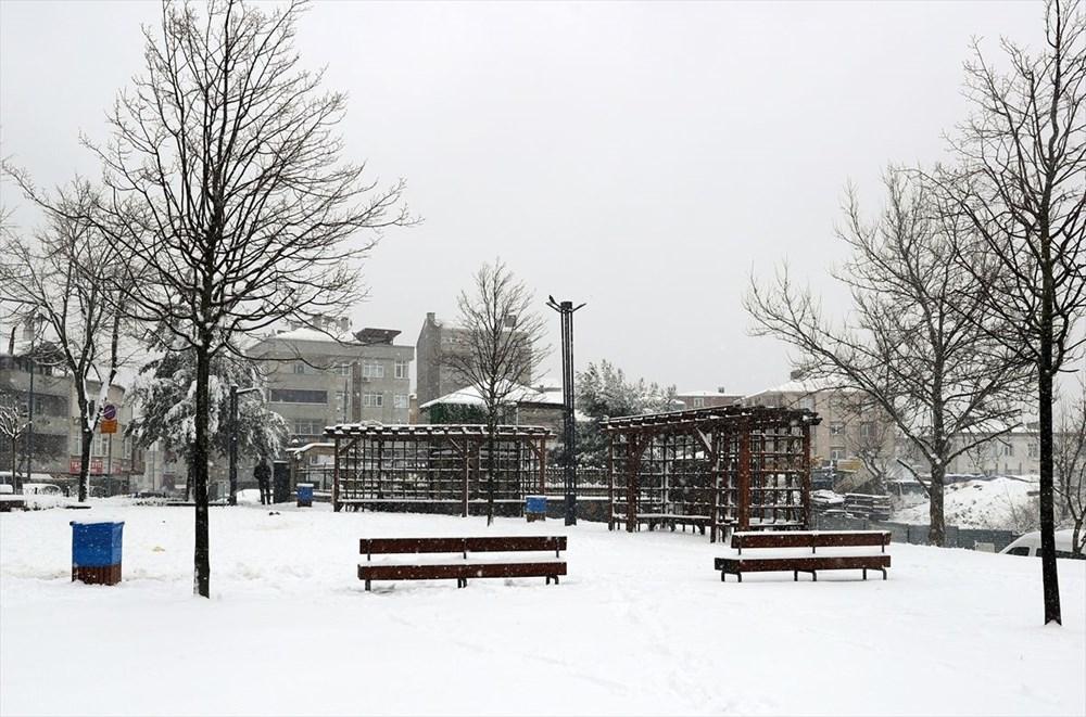 İstanbul'da kar yağışı devam ediyor - 1
