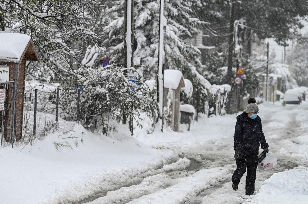 12 yıllık özlemin ardından Atina'da heyecan yaratan kar Girit ve Eğriboz'da iki can aldı - 3