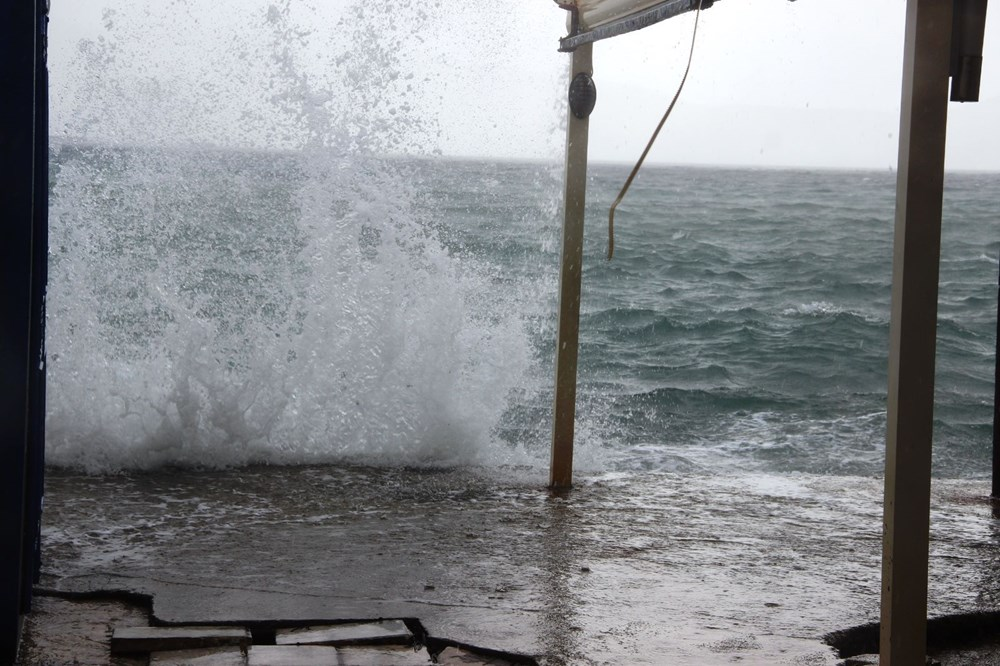 Bodrum'da fırtına milyonluk yatı batırdı - 3