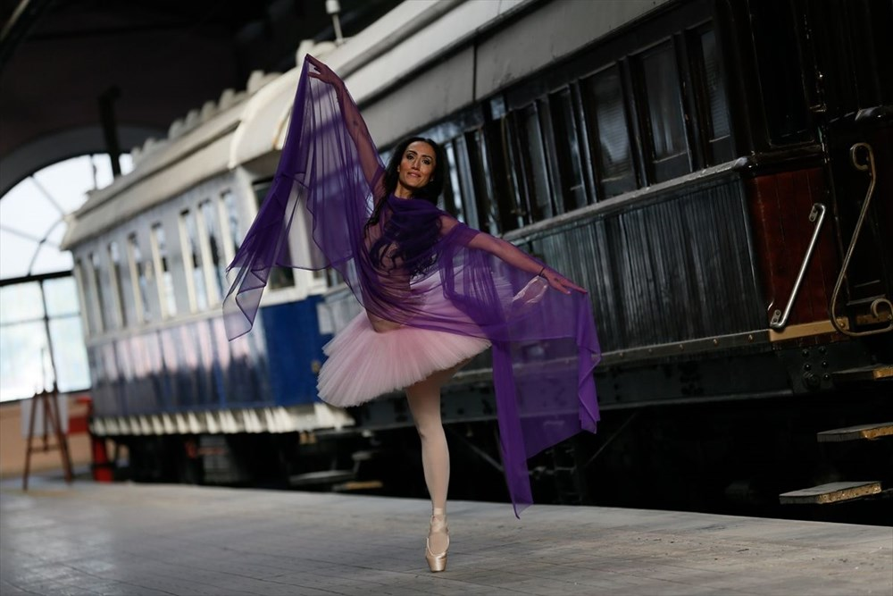 İzmir'de dansçılar meydanları sahneye dönüştürdü - 6