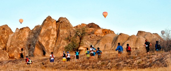 Hafta sonu Kapadokya'da Salomon Ultratrail yarışı başlıyor (Yarıştan ilginç portreler)