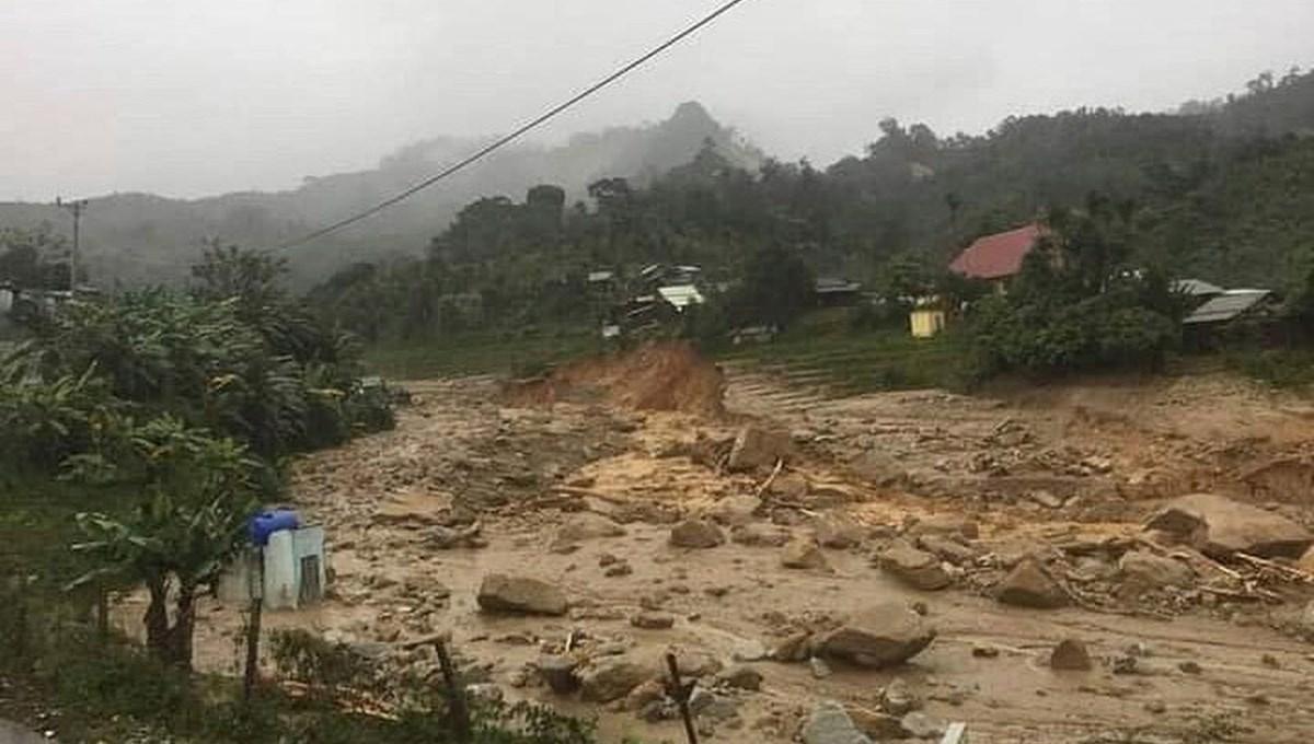 Vietnam'ı tayfundan sonra toprak kayması vurdu: 35'e yükseldi