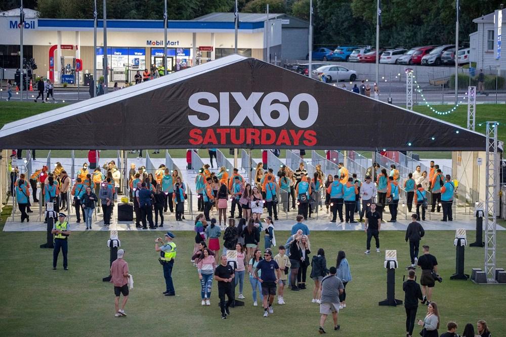 Dünya karantinadayken Yeni Zelanda'da 50 bin kişilik konser - 8