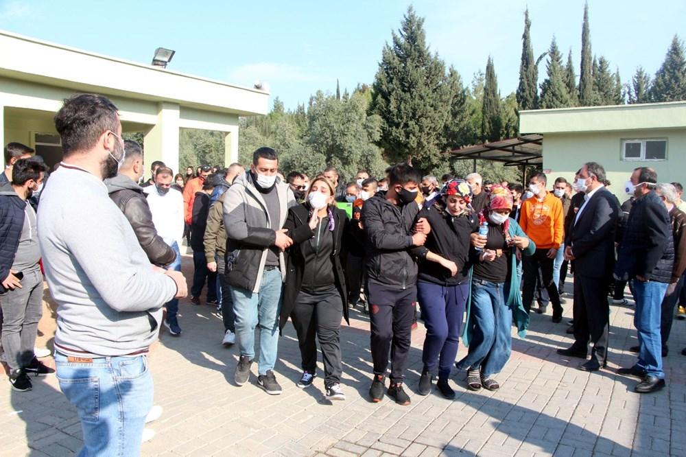 Adana'yı yasa boğan ölüm: 8 yaşındaki Duru gözyaşlarıyla toprağa verildi - 4
