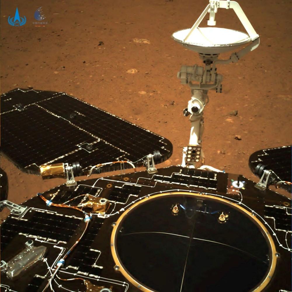 Çin'in uzay aracı Zhurong, Mars'ta ilk sürüşünü gerçekleştirdi - 3