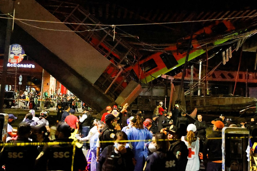 Meksika'da tren raylarını taşıyan üst geçit çöktü: 15 kişi öldü, 70 kişi yaralandı - 12