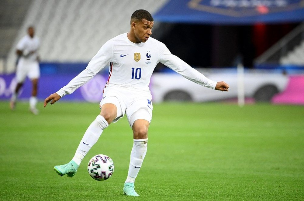 Best of Euro 2020: Who is the 11 most valuable and youngest football player?  - 19