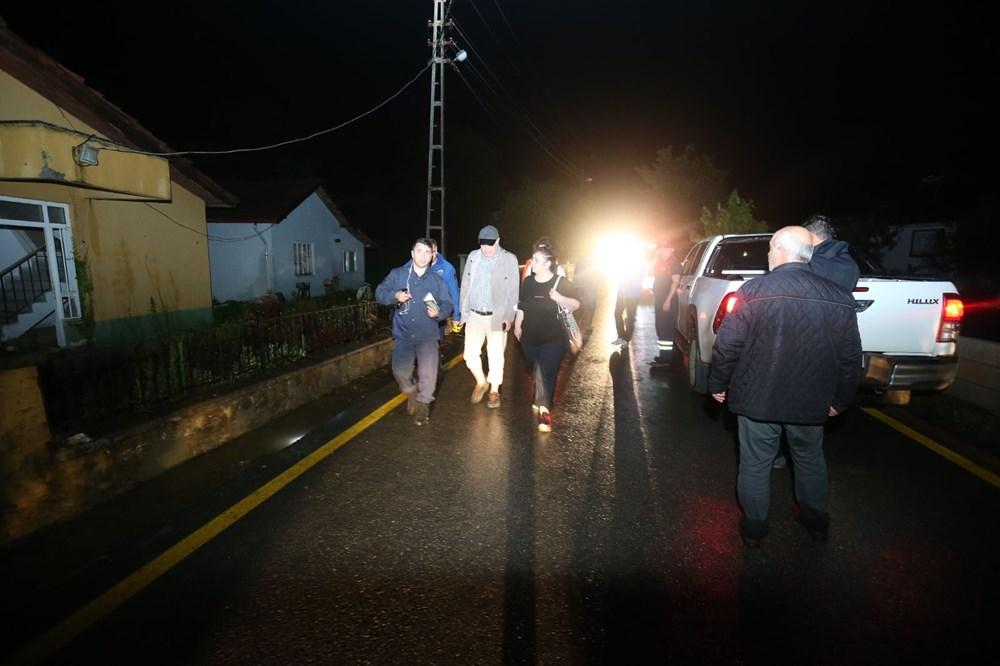 Düzce'de dere taştı, yol çöktü: Kentte sağanak etkili oldu - 11