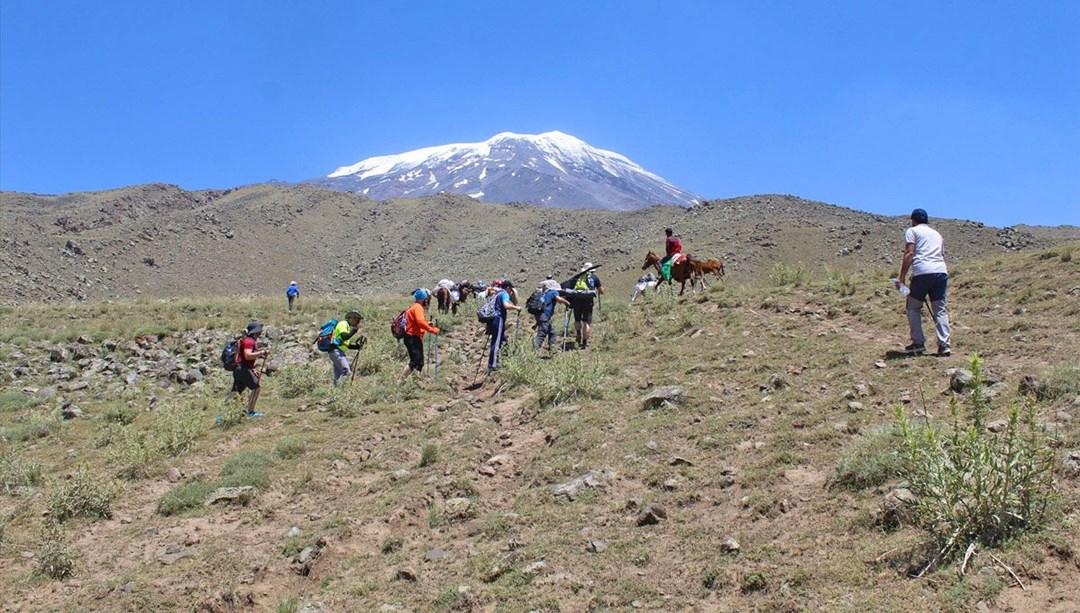 Terörden temizlenerek tırmanışa açılan Ağrı Dağı'na dağcıların ilgisi artıyor