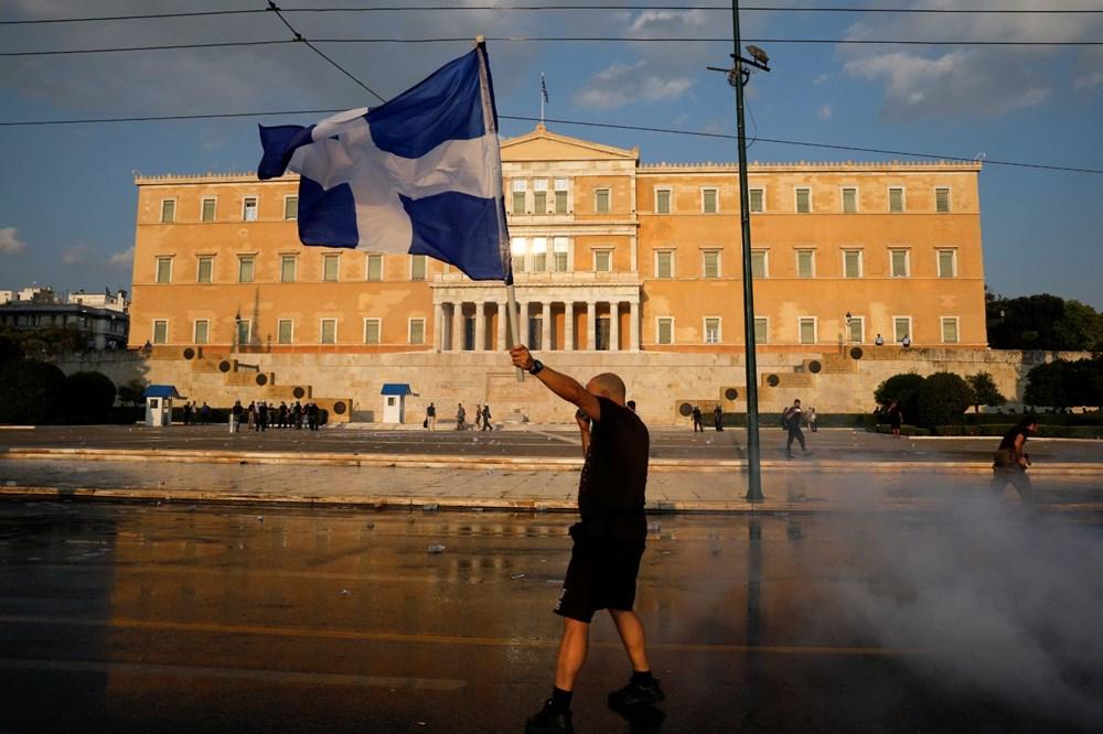 Atina'da aşı zorunluluğuna karşı düzenlenen protesto çatışmaya dönüştü: En az 25 gözaltı - 11