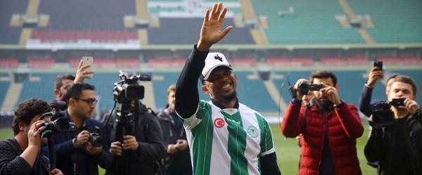 Atiker Konyaspor, Samuel Eto'o ile 2.5 yıllık sözleşme imzaladı