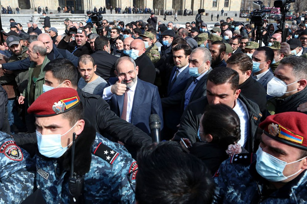 Ermenistan'da darbe girişimi: Paşinyan destekçileri ve karşıtları meydanlara çıktı - 14