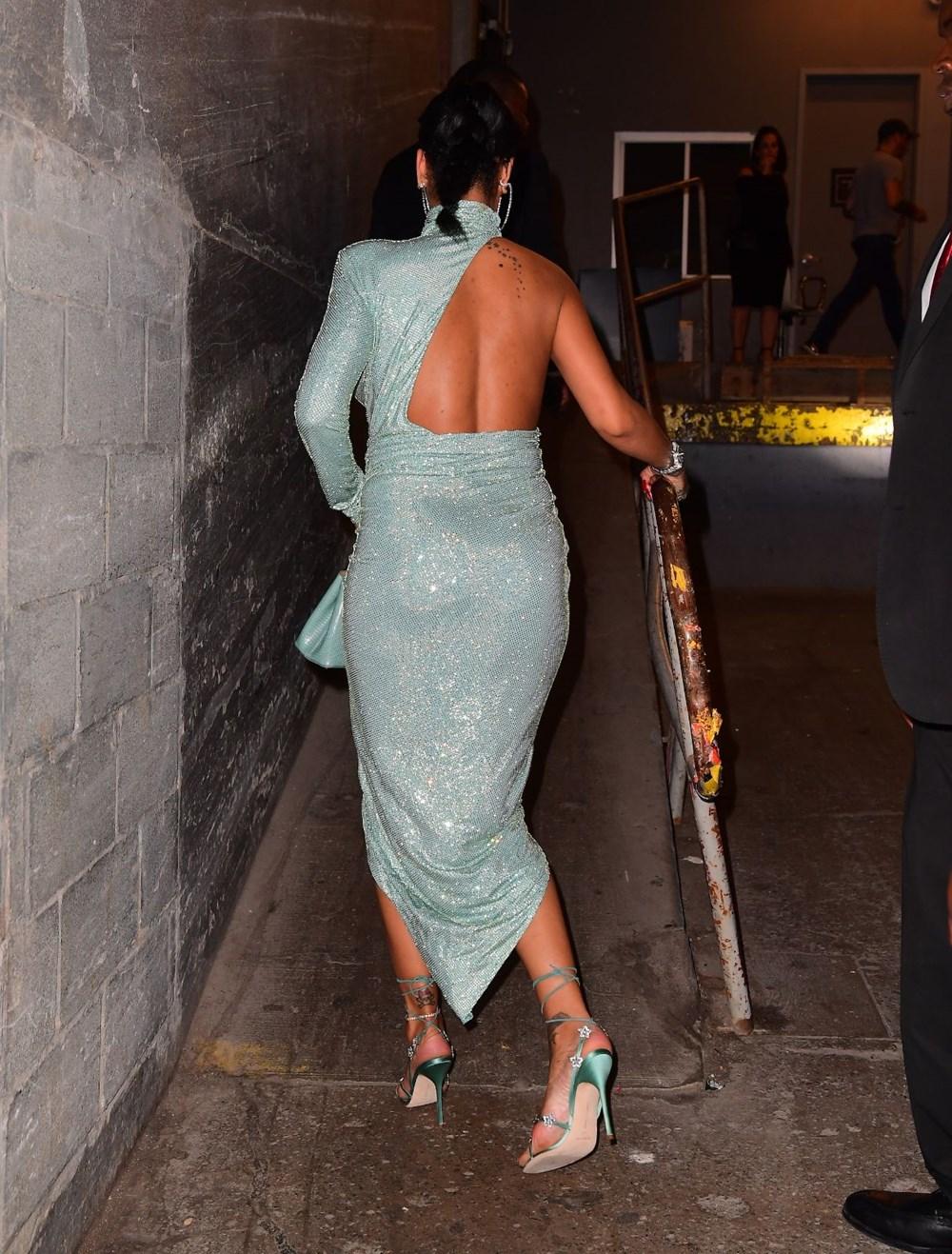 Rihannadan göz kamaştıran tanıtım - Magazin - SacitAslan.com