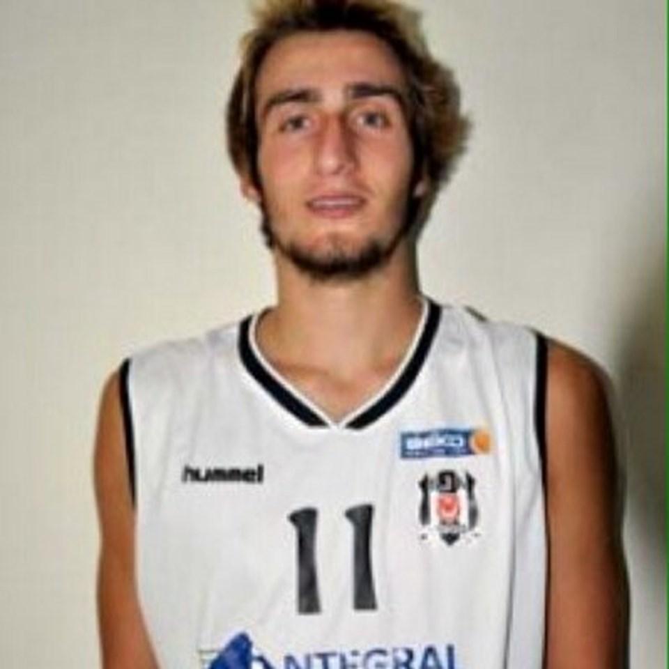 Mehmet Şanlı bir dönem Beşiktaş İntegral Forex forması giymişti.