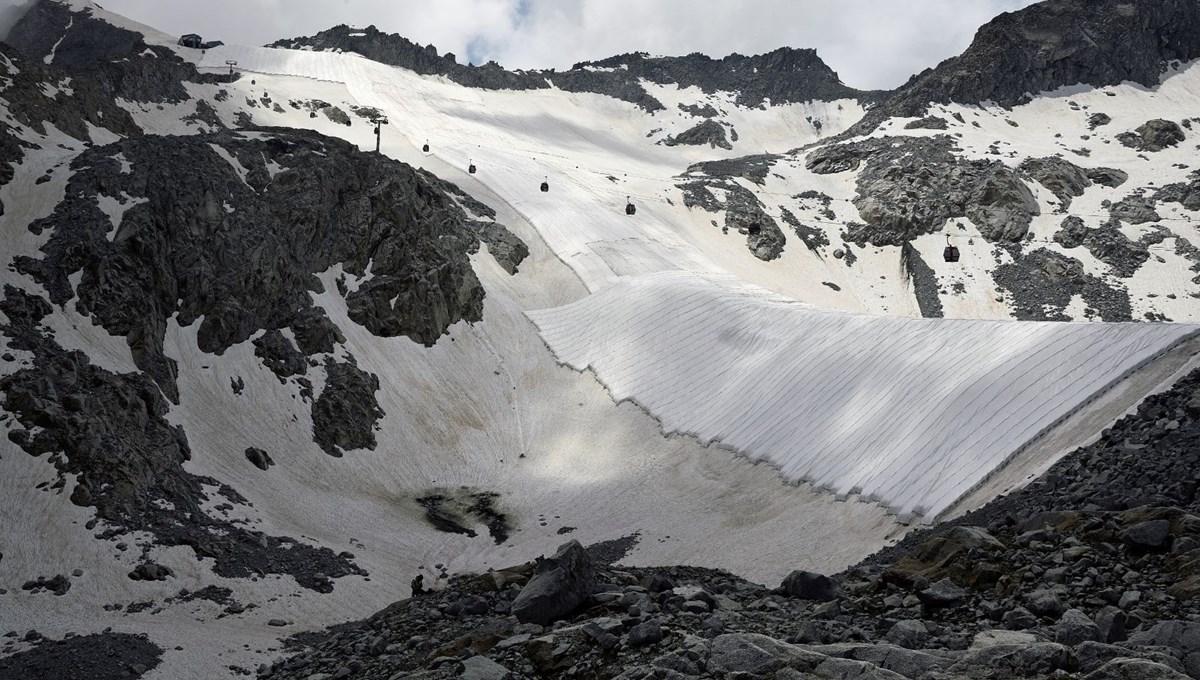 İtalya'daki Presena Buzulu erimesin diye örtüyle kaplandı
